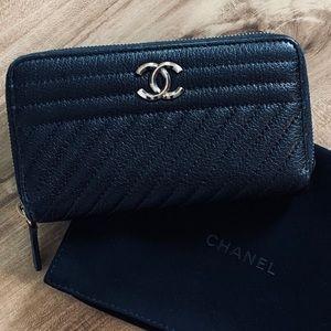 CHANEL 2016 Diagonal Quilted Zip Wallet Clutch